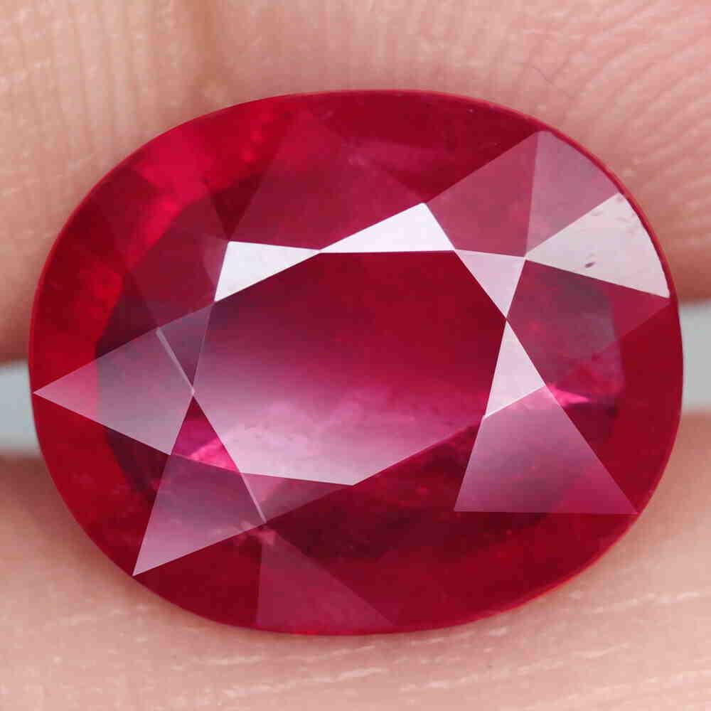 4,04 cts Natural Big Oval Blood Red Ruby