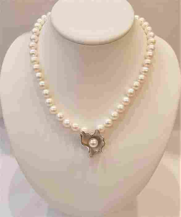 9x10mm Lustrous Freshwater Pearls - Necklace