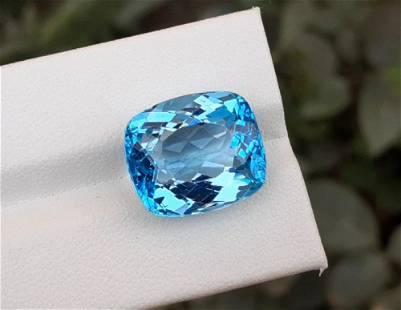Topaz, 17.60 Carats Very Beautiful Natural Blue Swiss