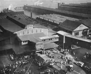 BERENICE ABBOTT- Hoboken Ferry Terminal, Barclay Street