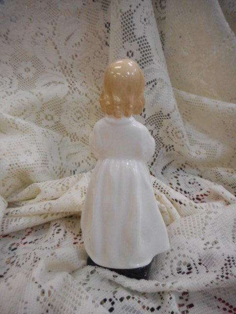 Royal Doulton Figurine: Bedtime, Girl Praying - 2