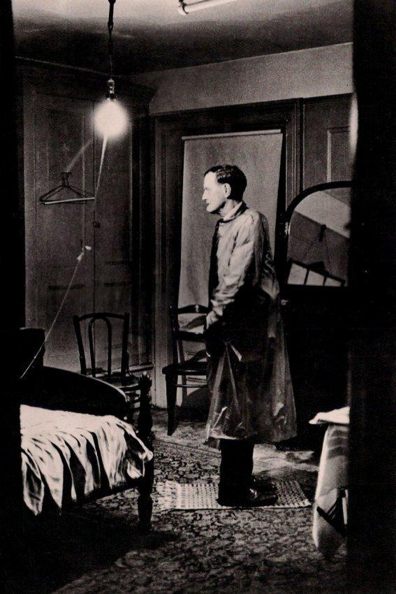 Diane Arbus: Backwards Man at Hotel, NY 1961