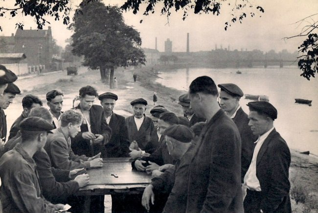 Cartier-Bresson: Dominoes in the Suburbs of Leningrad