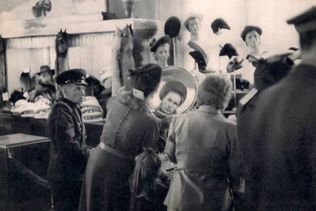 Cartier-Bresson: Hat Department at Store in Leningrad