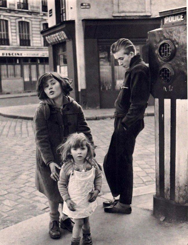 Robert Doisneau: Kids in the Place Hebert, 1957