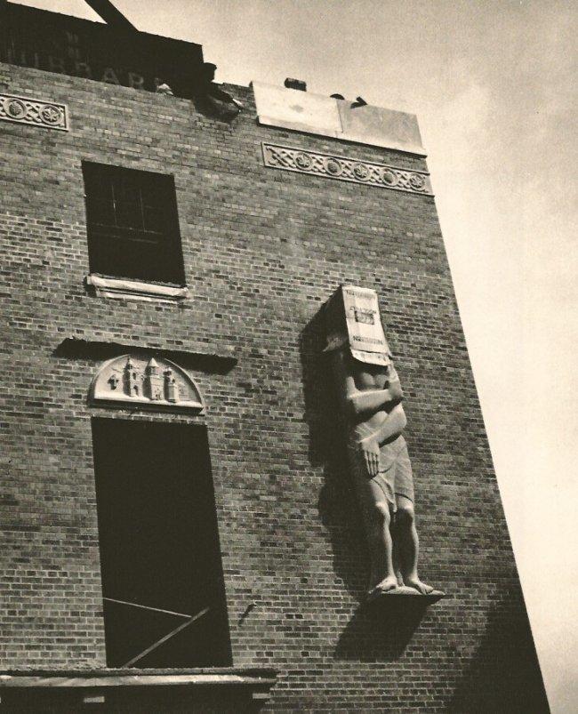 Andre Kertesz: Cover-up, New York 1959