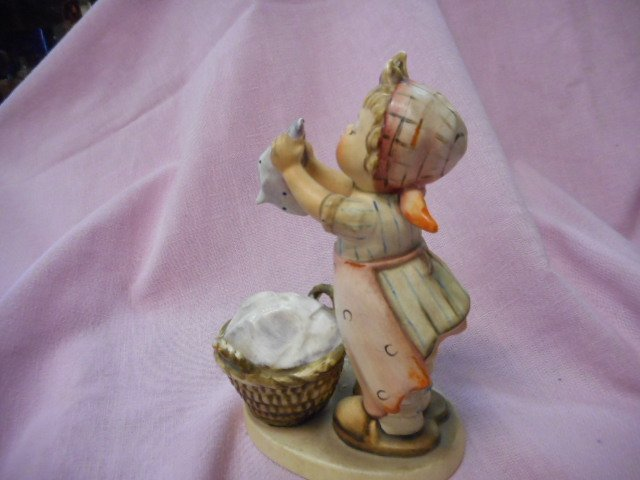 Hummel Figurine: Girl Washing Clothes - 2
