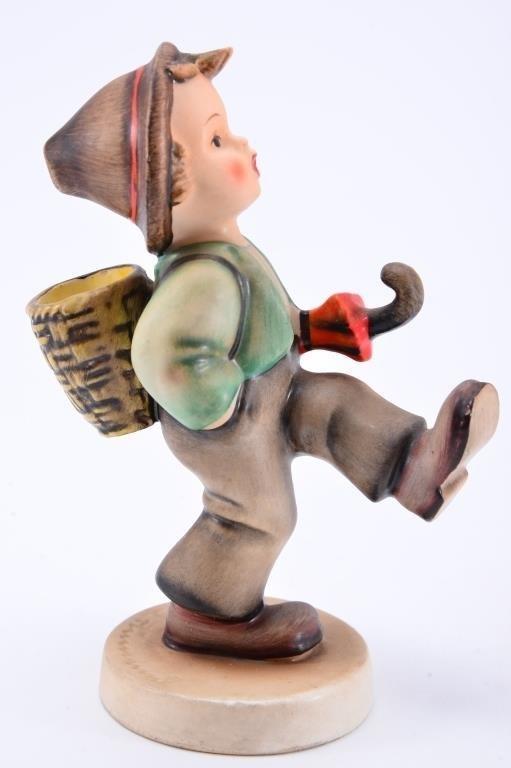 Hummel Figurine: Globe Trotter - 3