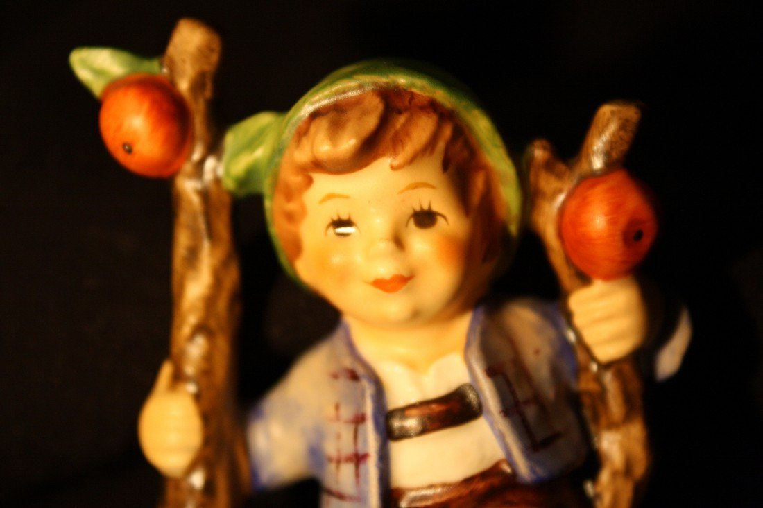 Goebel Figurine: Apple Tree Boy - 7