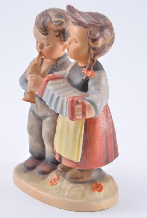 Hummel Figurine: Birthday Serenade - 3