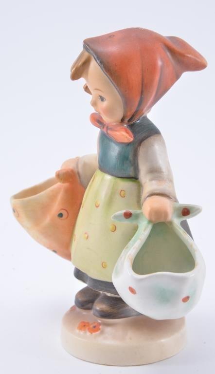 Hummel Figurine: Mother's Darling - 2