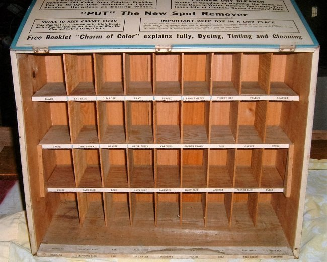 1940s Putnam Store Display - 2