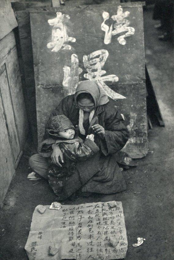 Henri Cartier-Bresson: Beggar, Woman & Child, Nanking