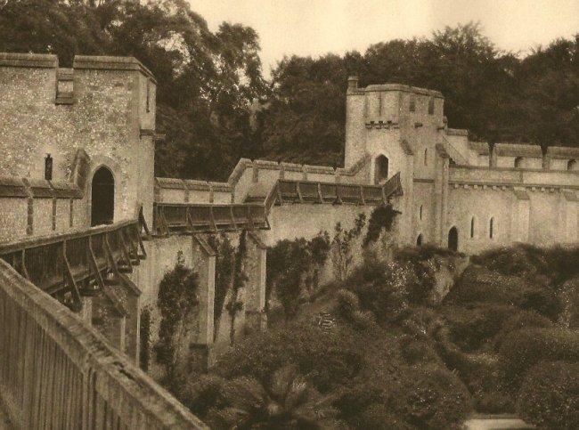 E.O. Hoppe: Old Tilting Court, Arundel Castle, Sussex