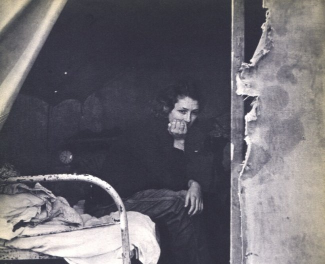 Dorothea Lange: FSA Photo, Woman on Bed