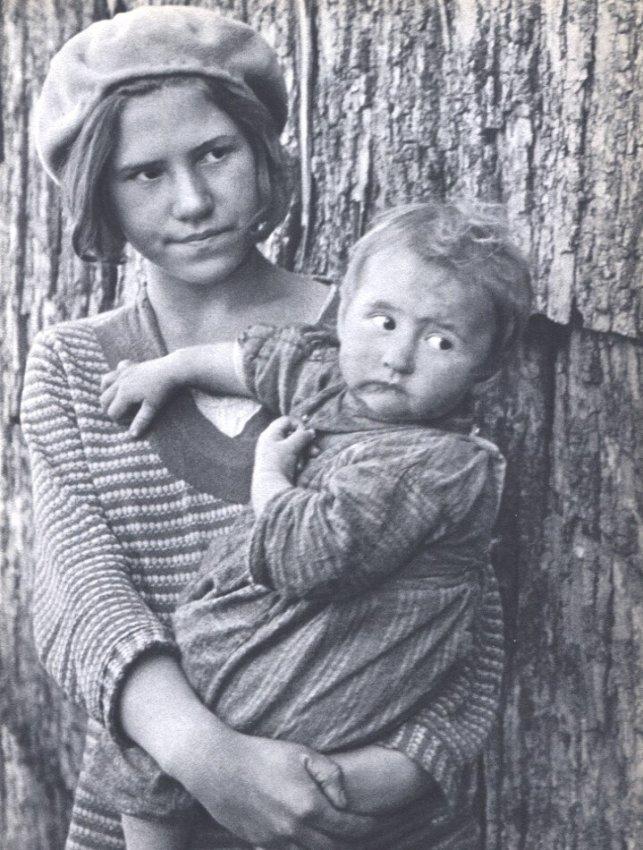 Arthur Rothstein: Two Children, Virginia