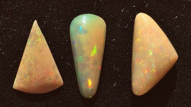 Group of 3 Welo Opal Cabochon, 8.20 ctw - 2
