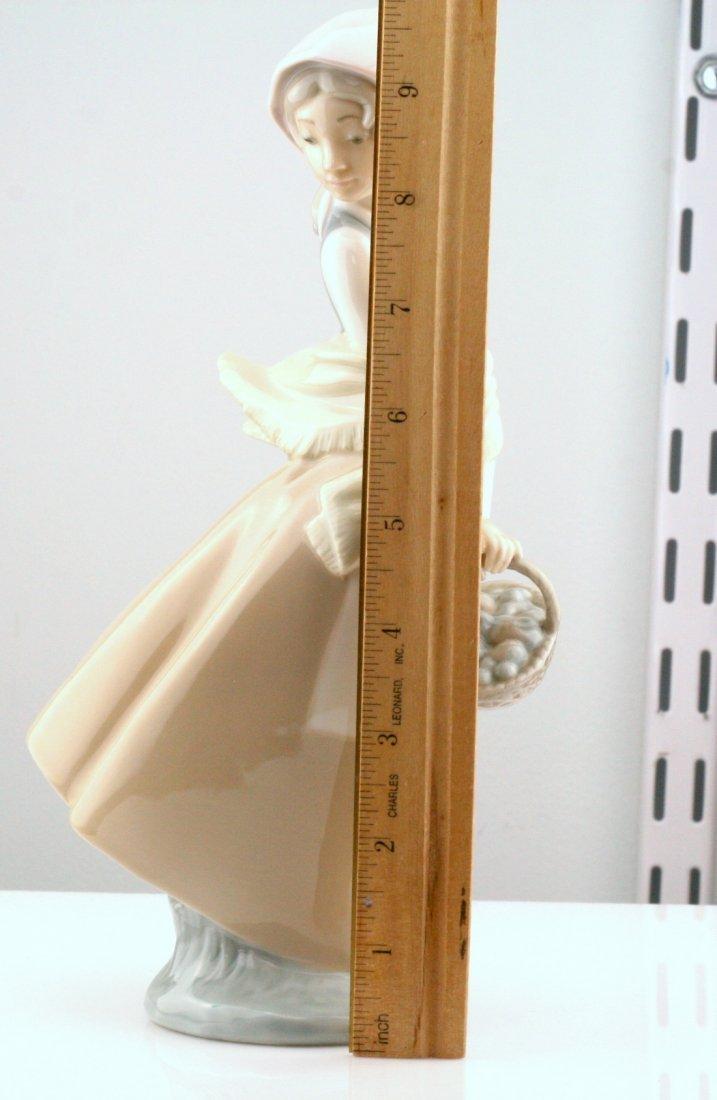 Lladro Nao Woman With Basket Figurine - 2