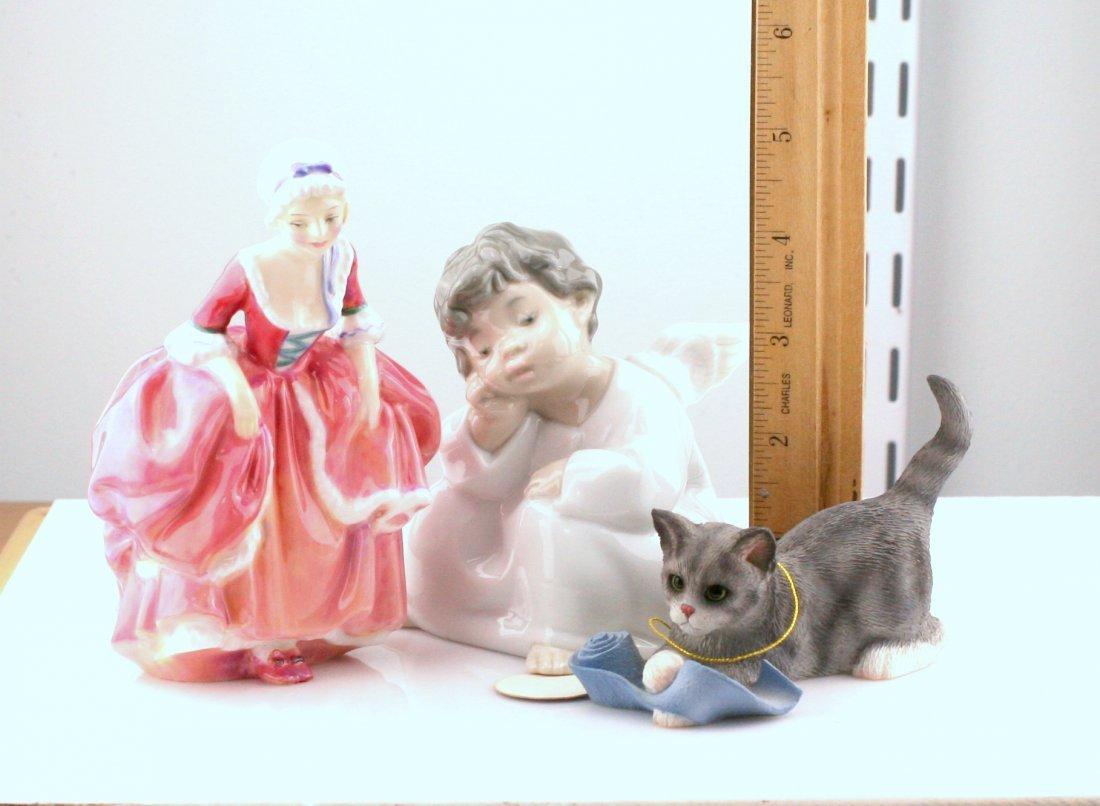 Lot of 3 Figurines: Royal Doulton, Lladro, Fraser - 2