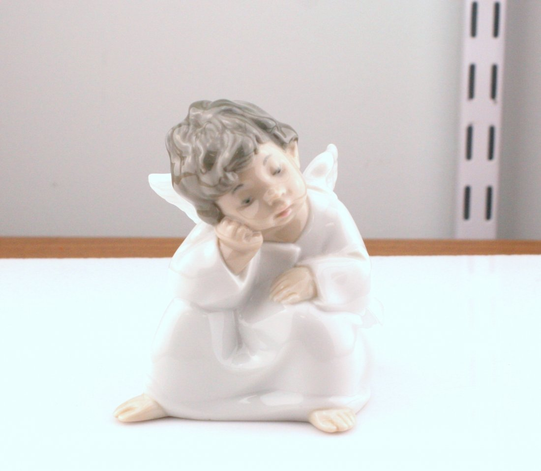 Lot of 3 Figurines: Royal Doulton, Lladro, Fraser - 3