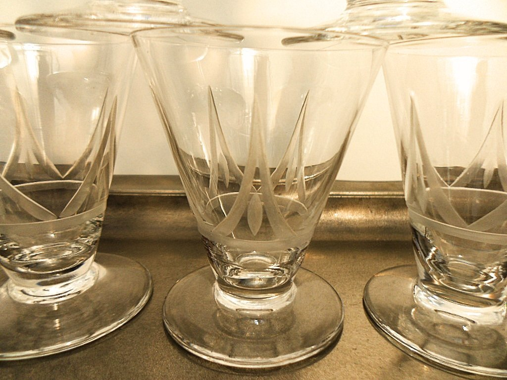 Set of 9 French Art Deco Etched Liquor Glasses - 2