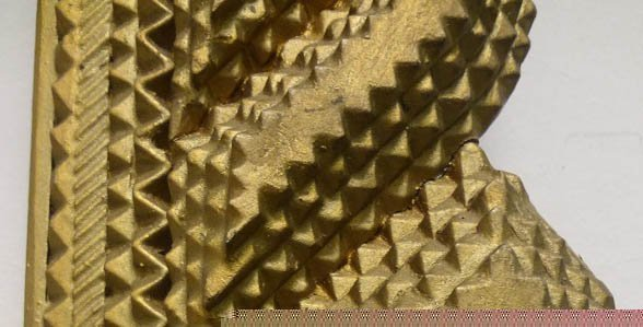 Handmade Gold Curvilinear Tramp Art Frame - 2