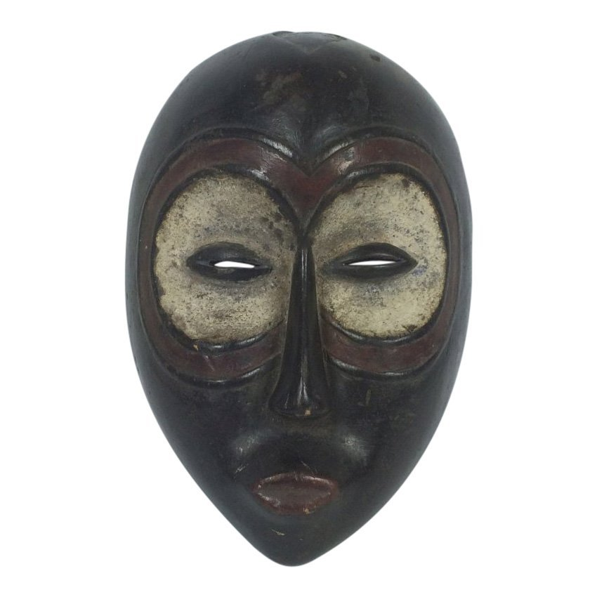 Kwele Passport Mask