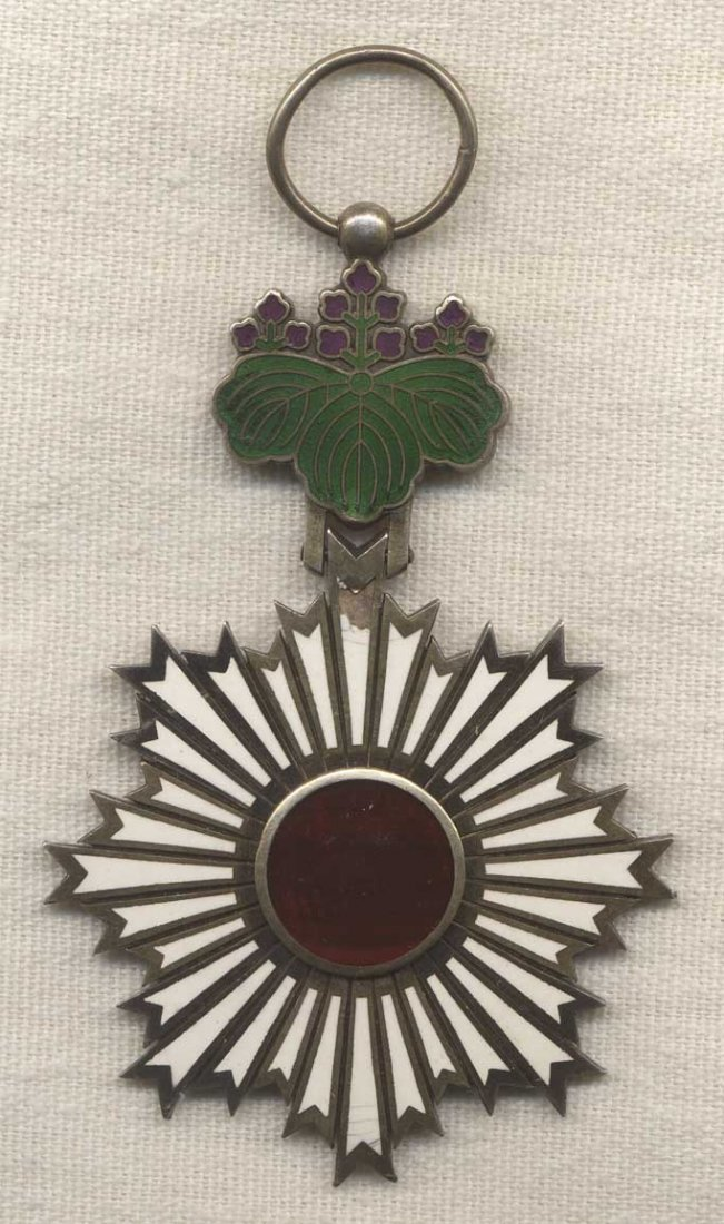 WWII Japanese Order of the Rising Sun 5th Class Medal