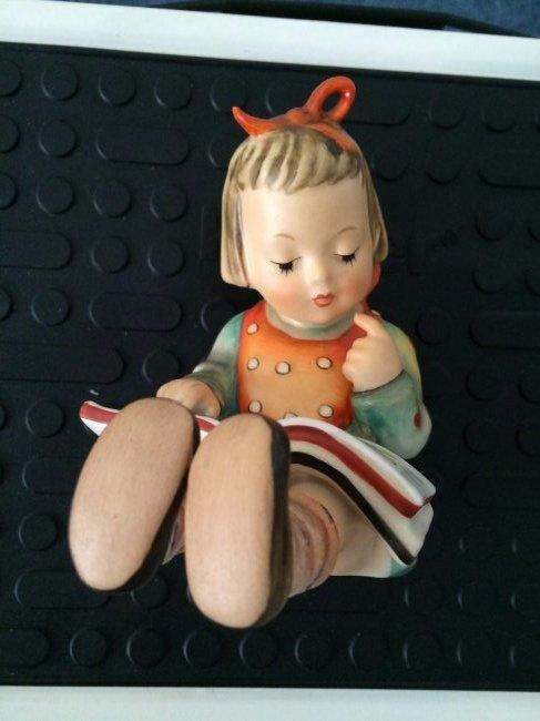 Hummel Figurine: Bookworm