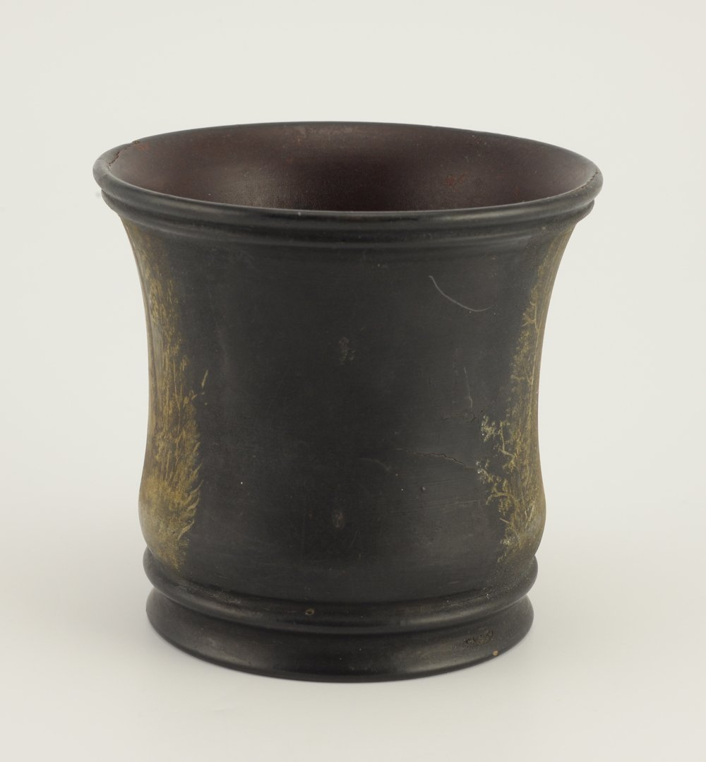 A Russian lacquer beaker or pencil cup - 2