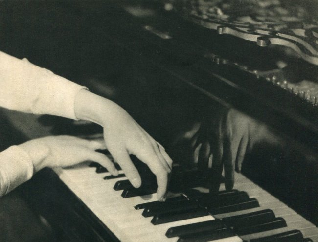 Laure Albin-Guillot: Playing Piano