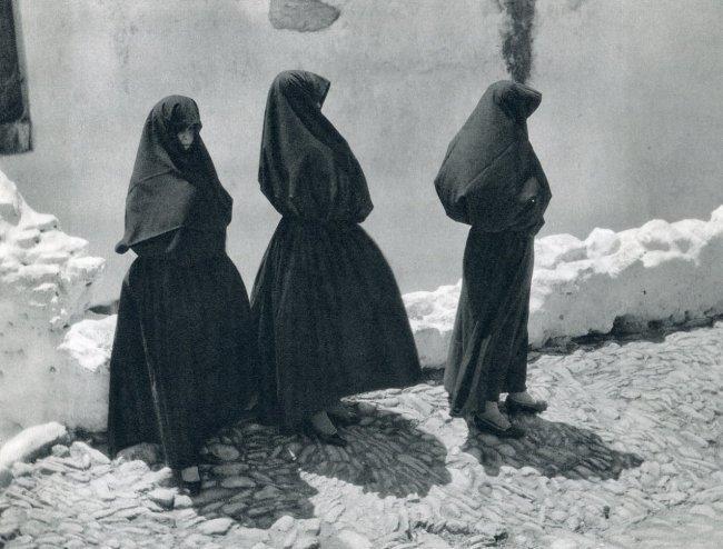 Jose Ortiz Echague: Veiled Women