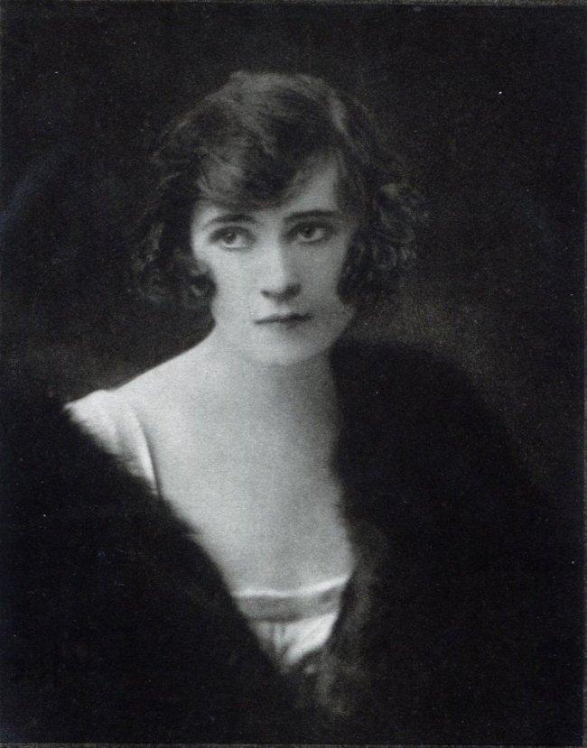 E.O. Hoppe: Miss Grace D'Arcy, Ireland