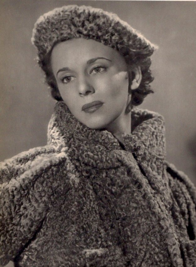 Man Ray: Young Woman in Furs