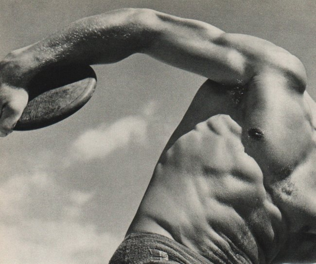 Roger Schall: Discus Thrower