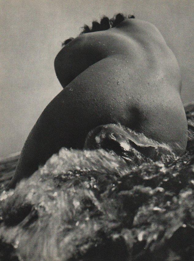 Kira Sugiyama: Nude in Wave