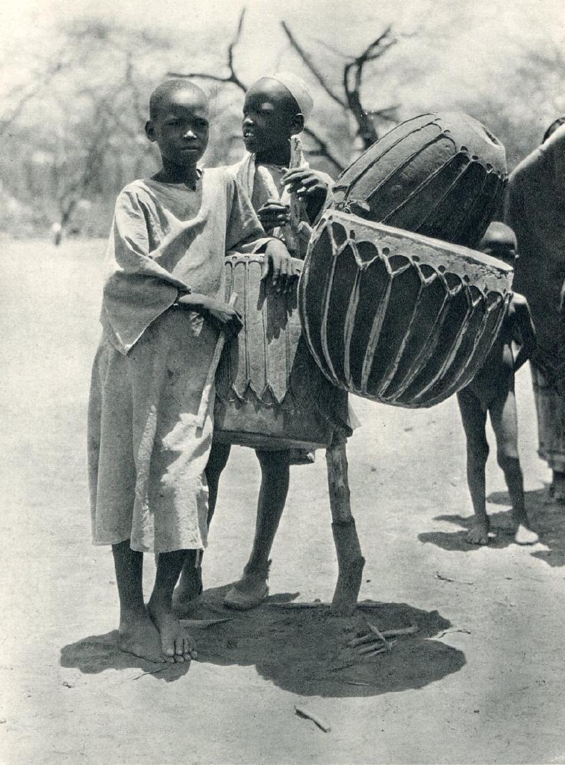 H.A Bernatzik: Aulad Hamid Drums, Africa