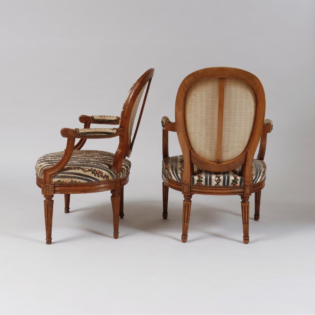 Pair of Louis XVI Style Carved Beechwood Fauteuils en - 2