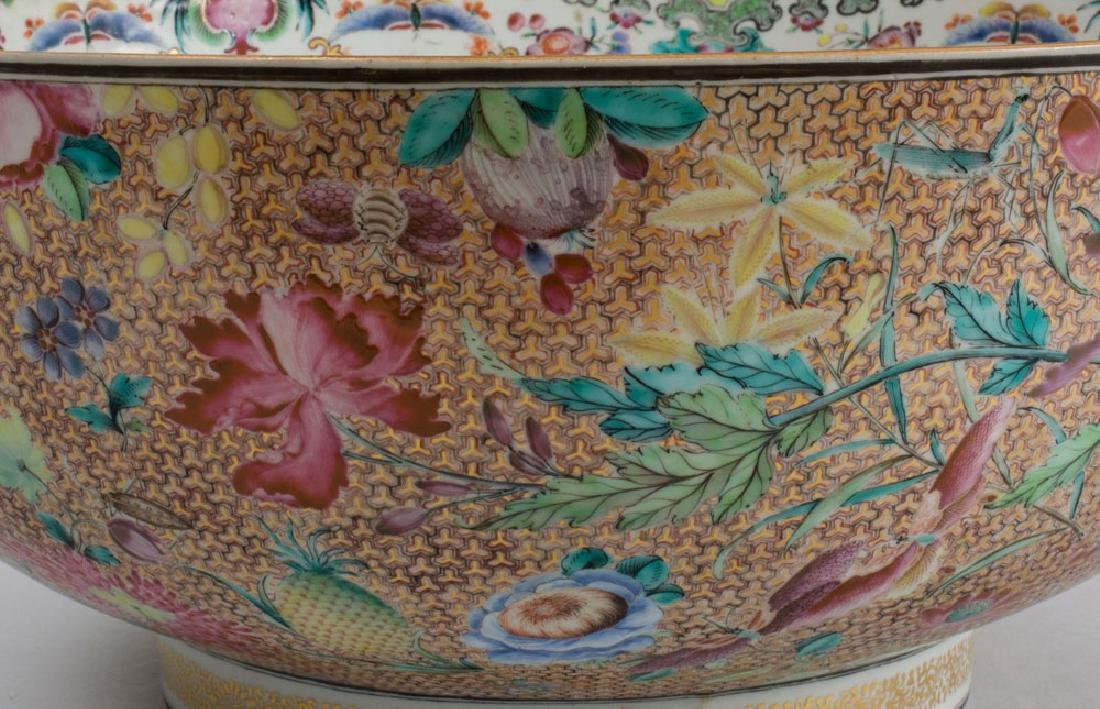 Large Chinese Export Porcelain Famille Rose Punch Bowl - 3