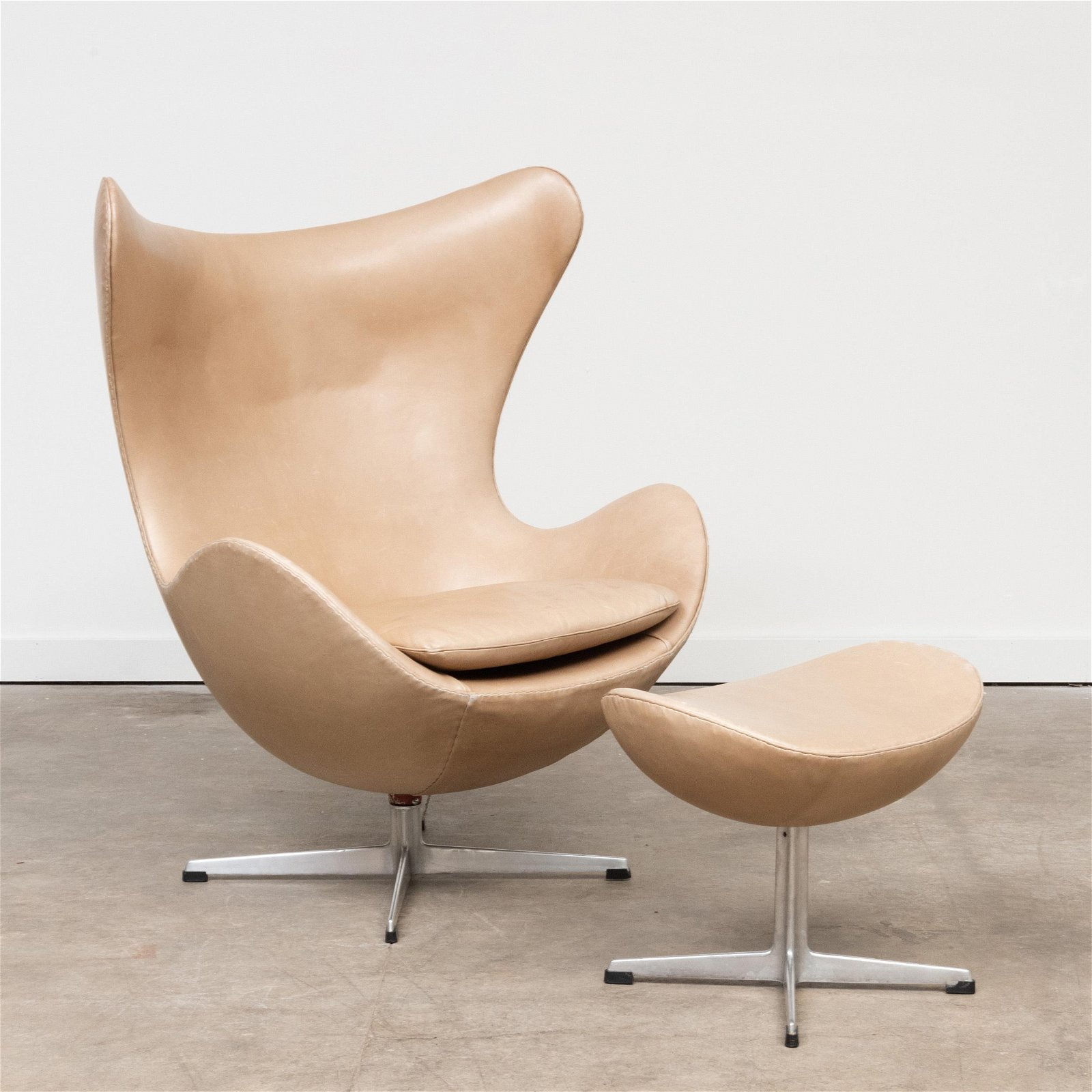 Arne Jacobsen Aluminum and Leather 'Egg' Chair with