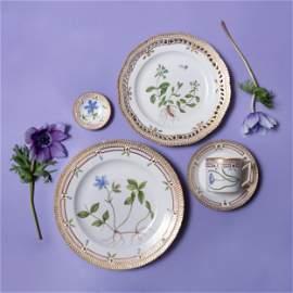 Set of Eighteen Royal Copenhagen Porcelain 'Flora
