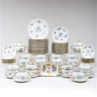 Herend  Porcelain Part Dinner Service in the 'Queen
