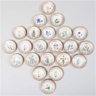 Set of Twenty-Two Royal Copenhagen Porcelain 'Flora