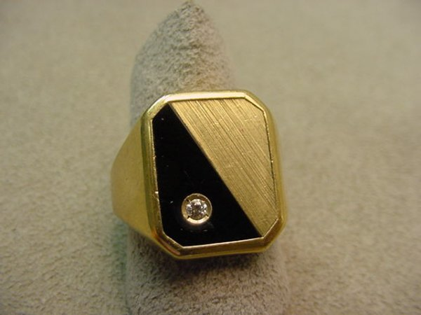 5001: 10K GOLD BLACK ONYX AND DIAMOND RING