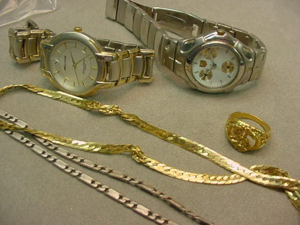 5004: 2 WATCHES, 1 RING AND 2 CHAINS