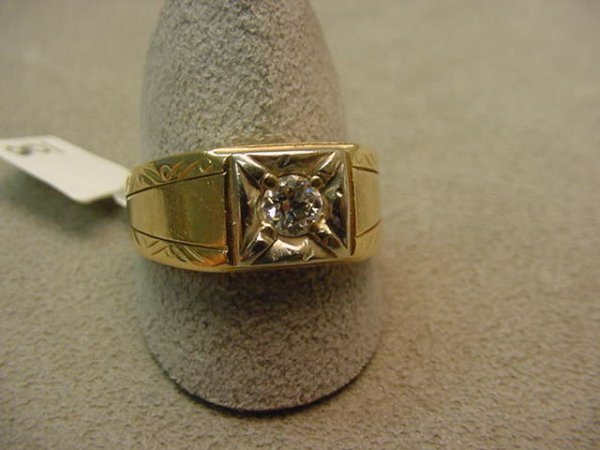 5008: 10K GOLD .33 CT DIAMOND MAN'S RING