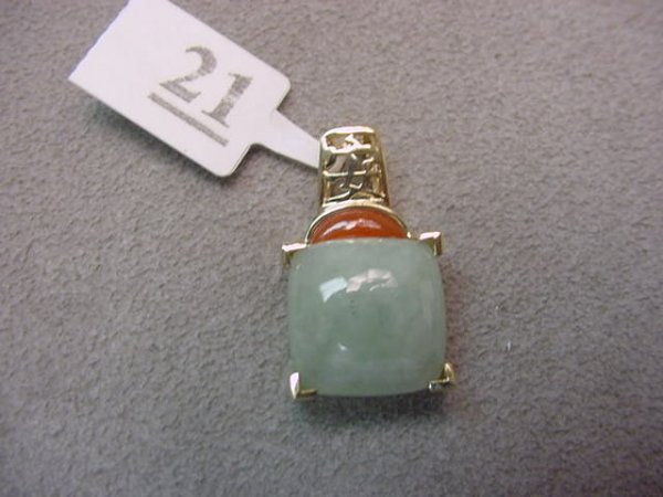 5021: 14K GOLD JADE AND CARNELIAN PENDANT
