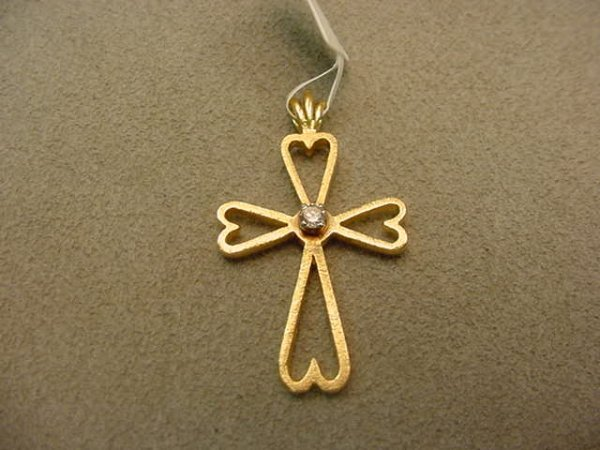 6007: 14K GOLD DIAMOND CROSS PENDANT
