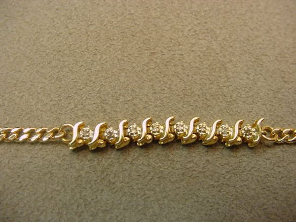 6009: 14K GOLD DIAMOND BRACELET