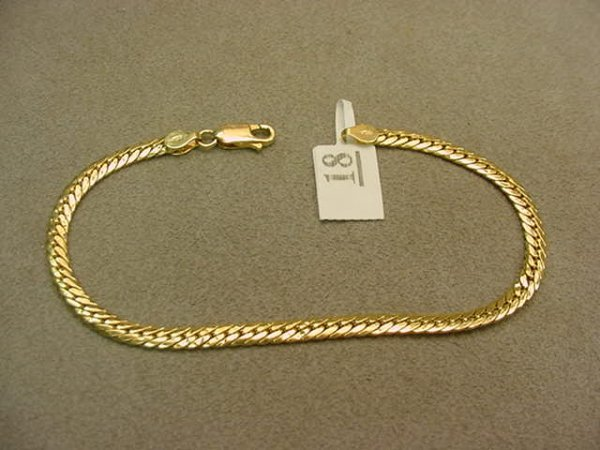 6018: 1 7 3/4 INCH 18K GOLD BRACELET-- SOME WEAR